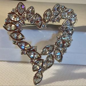 Monet Jewelry - Vintage Monet grapevine hear pin.